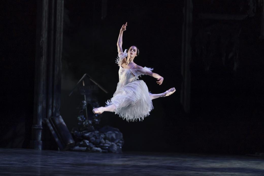 Samara Down in Giselle