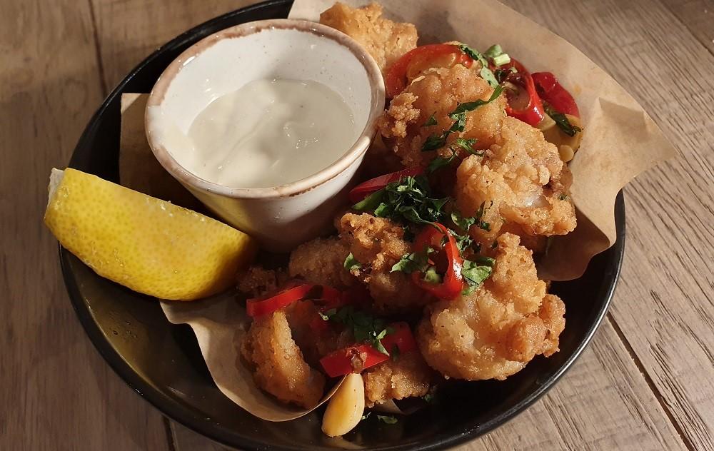 Bar-Block-Sutton-Grazing-Plate-Salt-Pepper-Squid