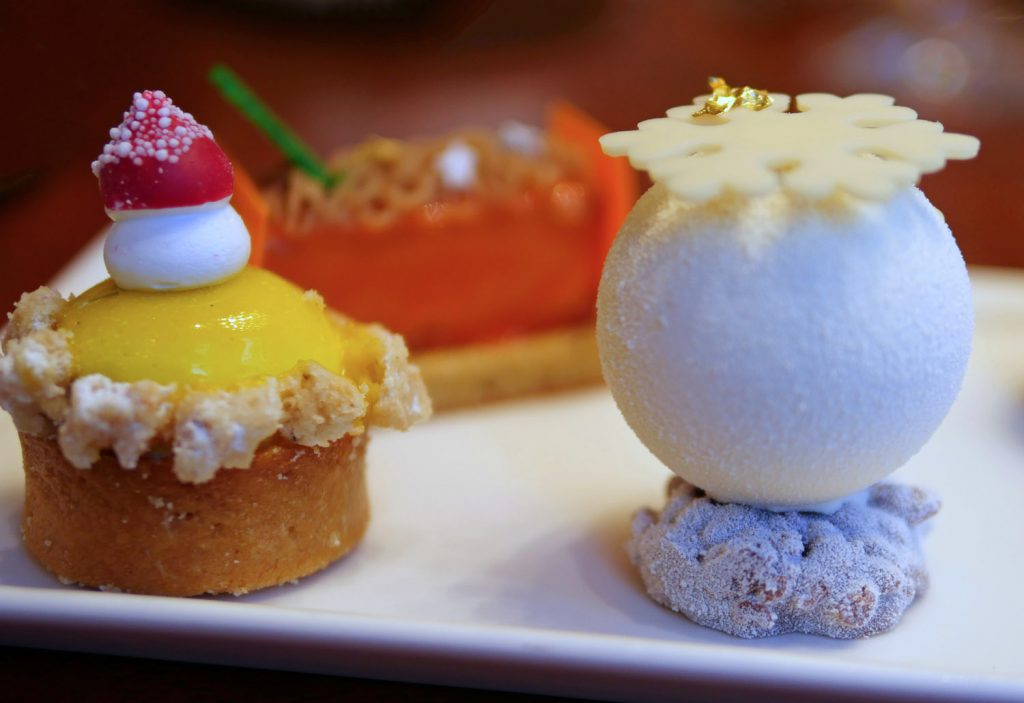 Mandarin Oriental Christmas Cakes - Detail