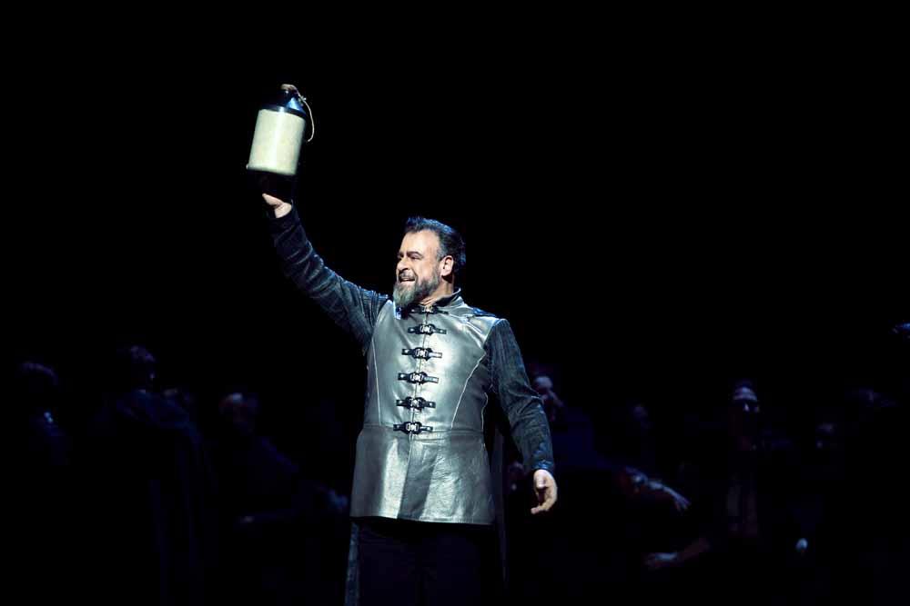 Carlos-Alvarez-as-Iago-in-Otello-C-ROH-2019