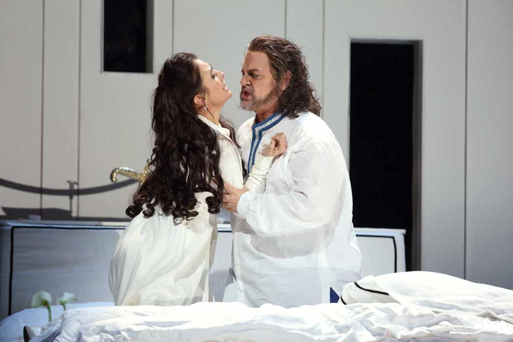 -Ermonela-Jaho-as-Desdemona-in-Otello-C-ROH-2019