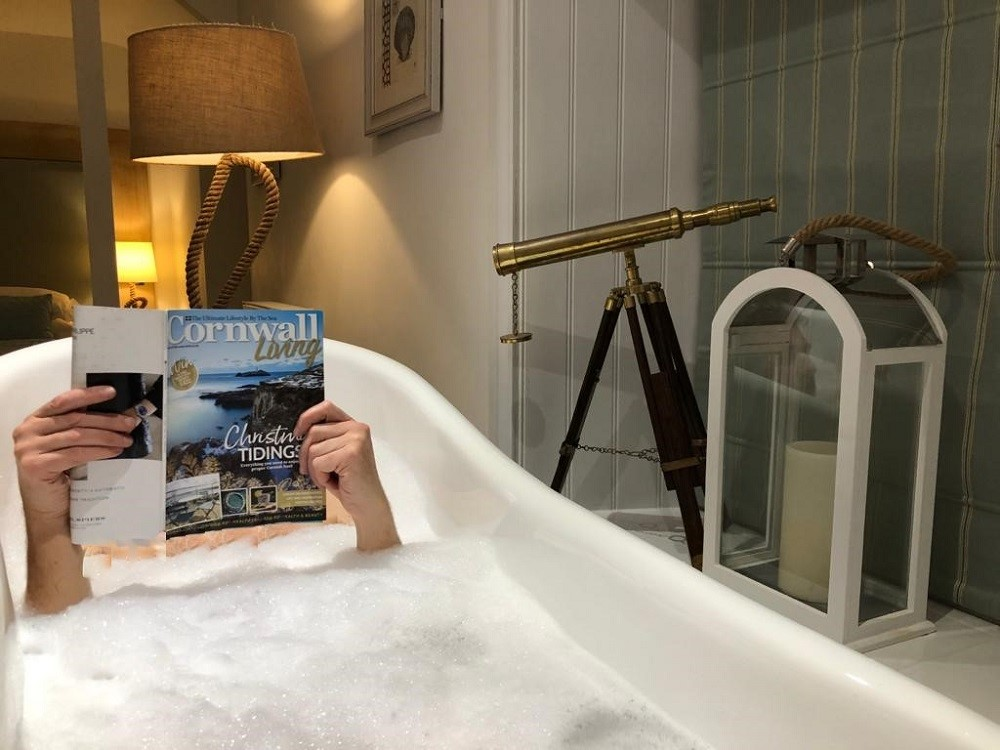 The-Lugger-Beach-Cottage-Bath-Time