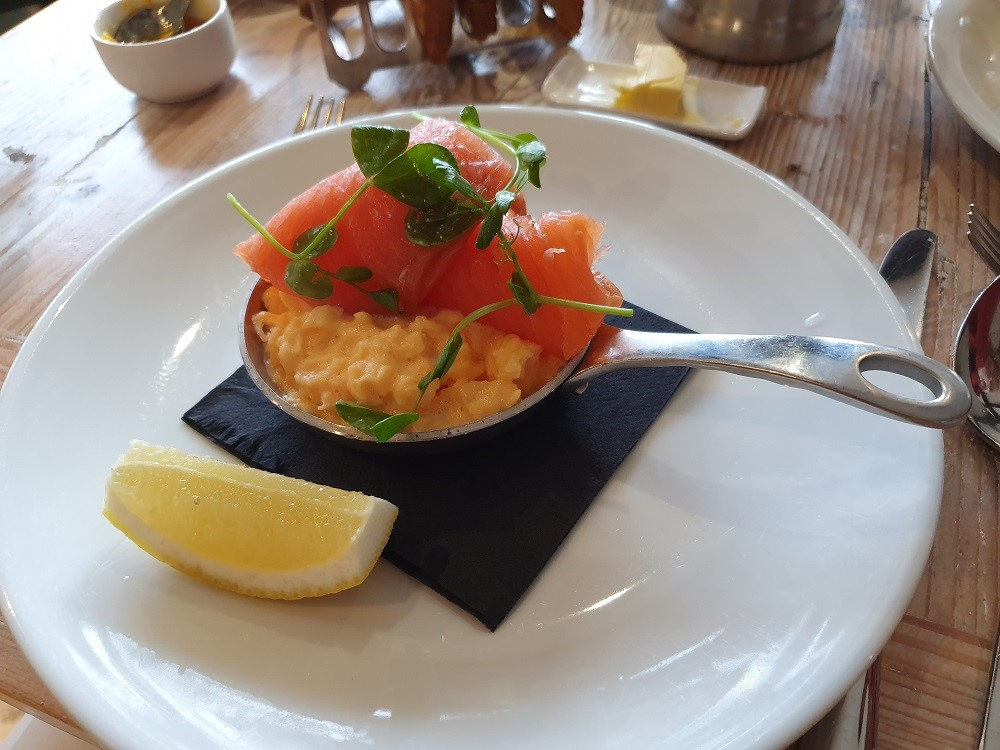 The-Lugger-Restaurant-Breakfast-Smoked-Salmon-Scrambled-Eggs