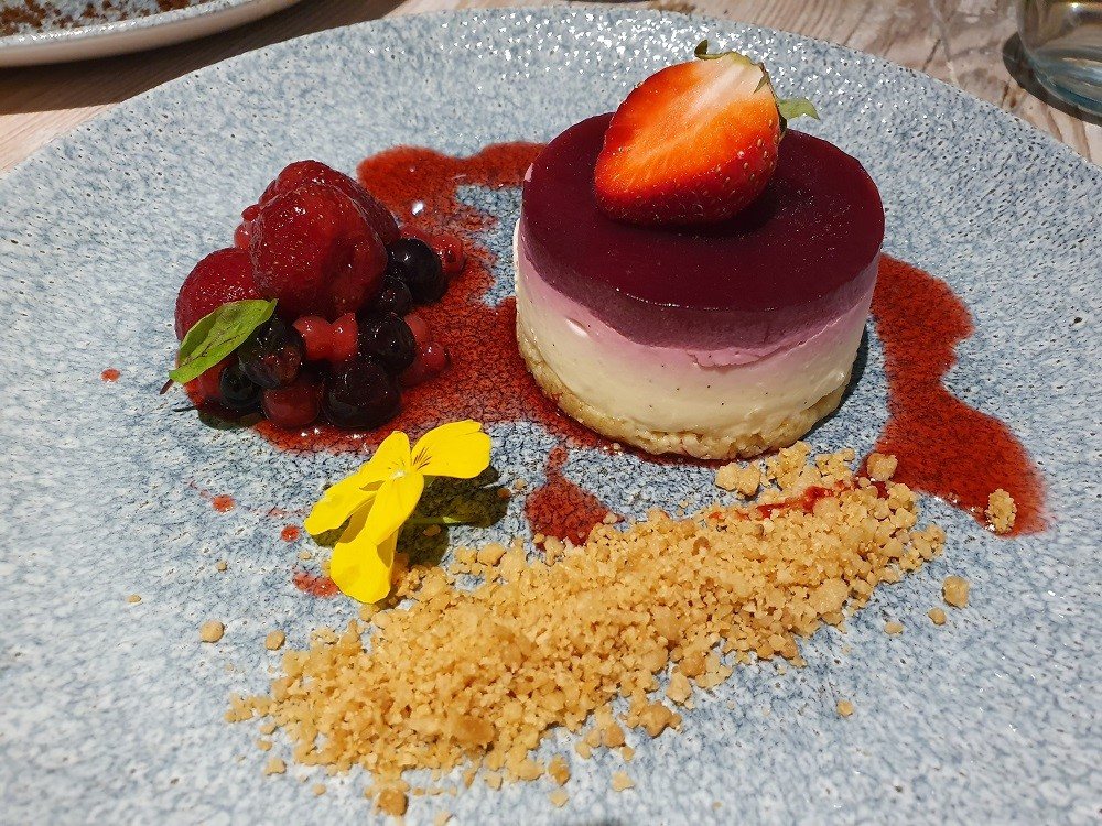 The-Lugger-Restaurant-Mulled-Berry-Cheesecake.