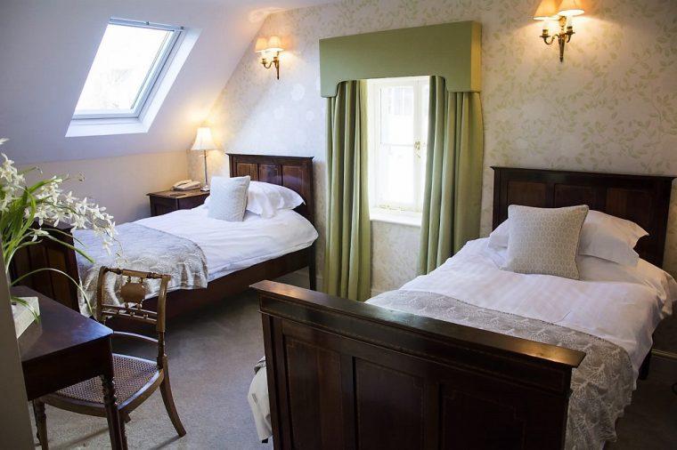 Lion at Leintwardine twin bedroom