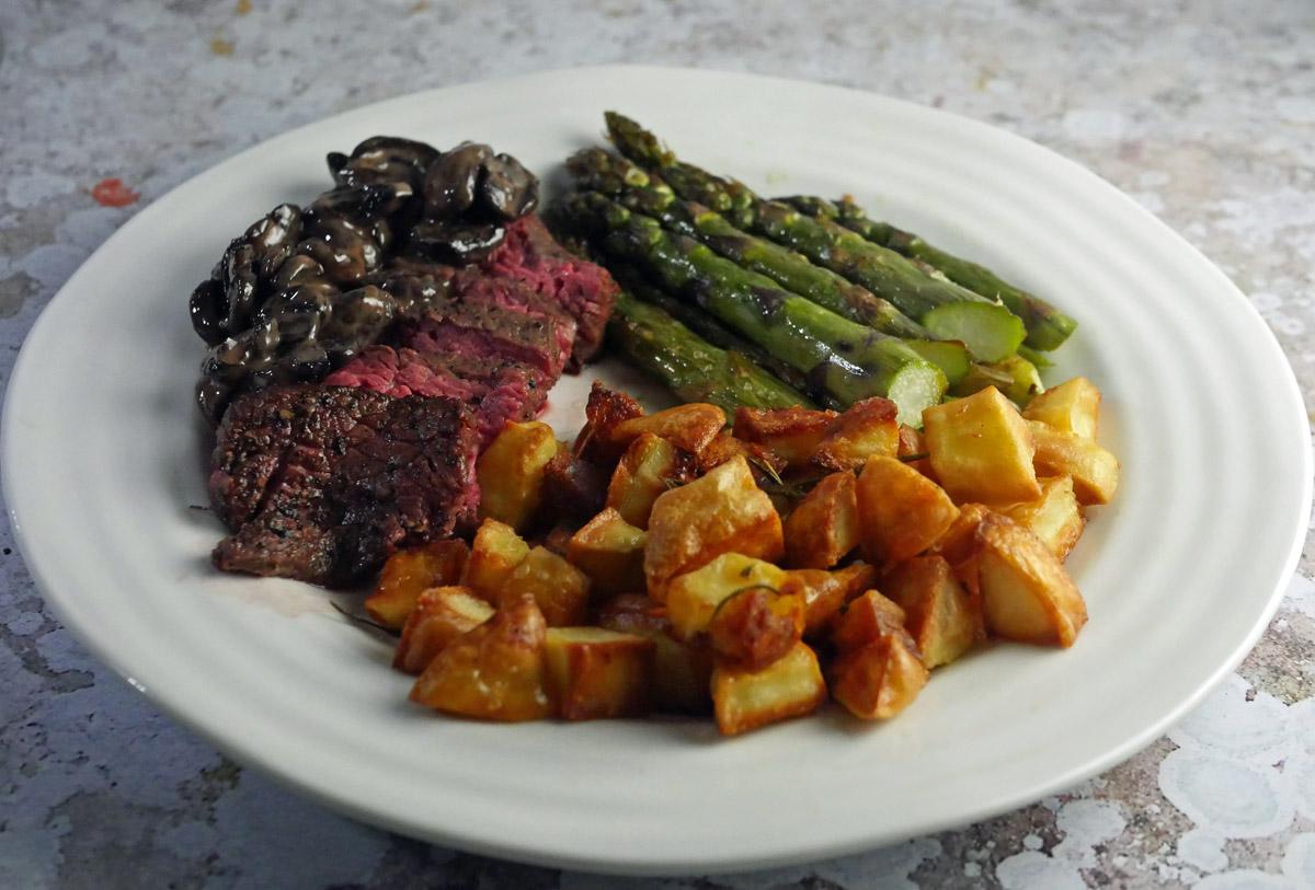 Sous-Vide Bavette Steak with Cream and mushroom sauce