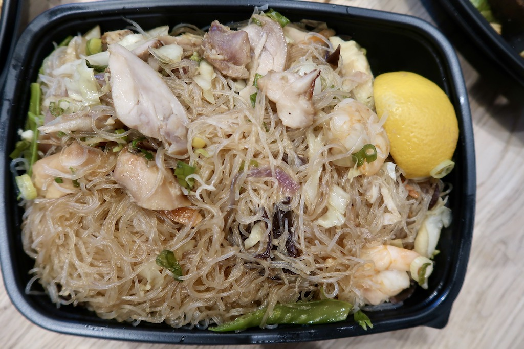 Chciken & prawn wok fried noodles