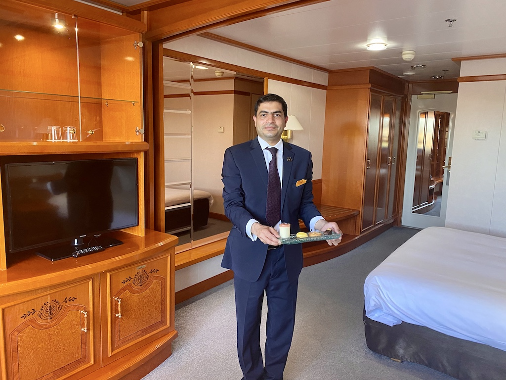 Sunborn Hotel cabin service