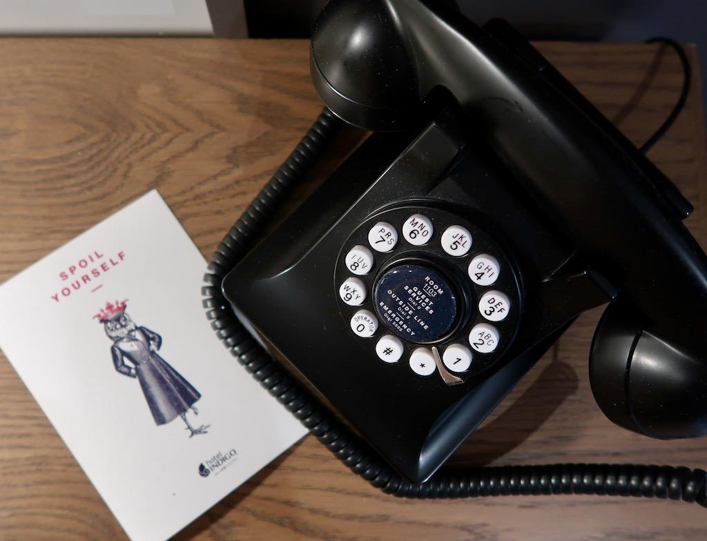 Hotel Indigo - retro phone