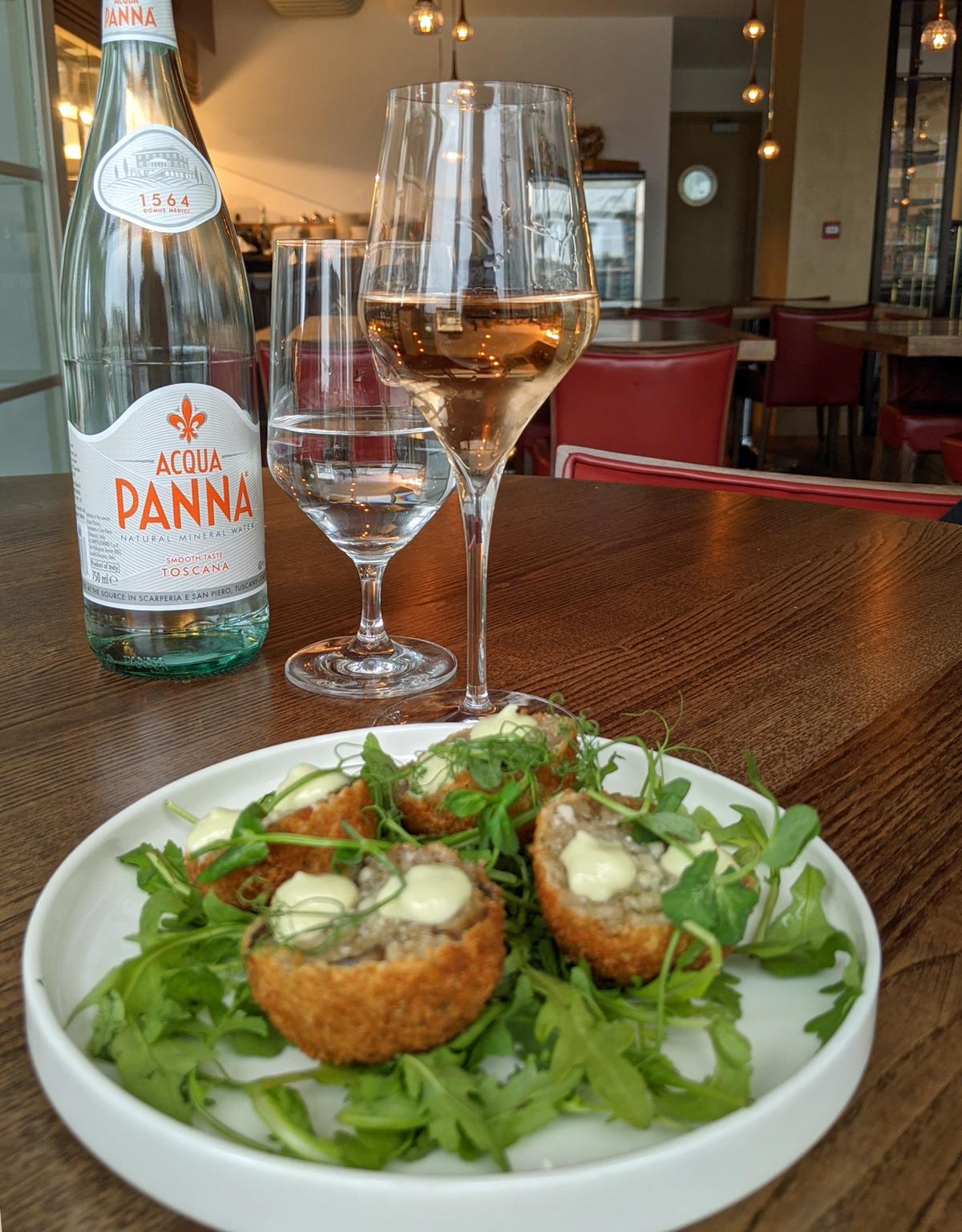 Bella Cosa Aranchini and Rose Wine