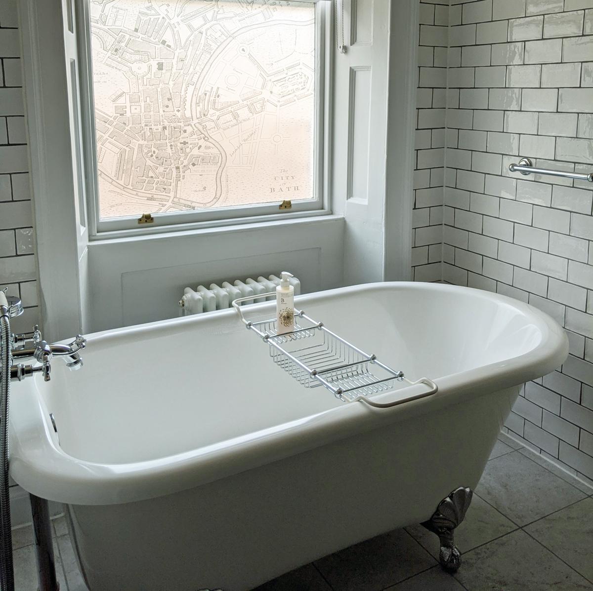 Hotel Indigo - bath with map