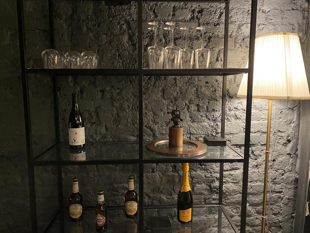 L'Artigiano wine display 1