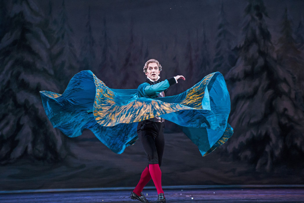 A scene from The Nutcracker by The Royal Ballet @ The Royal Opera House, Covent Garden, London. (Opening 08-12-15) ©Tristram Kenton 12/15 (3 Raveley Street, LONDON NW5 2HX TEL 0207 267 5550 Mob 07973 617 355)email: tristram@tristramkenton.com