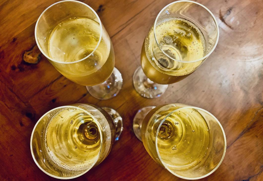 Lo Sparviere Brut Cuvée n.7 NV Franciacorta DOCG glasses 2