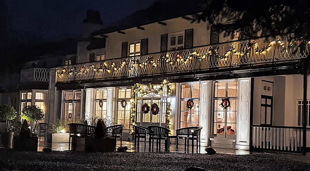 Rothay-Manor-by-night-Christmas-lights