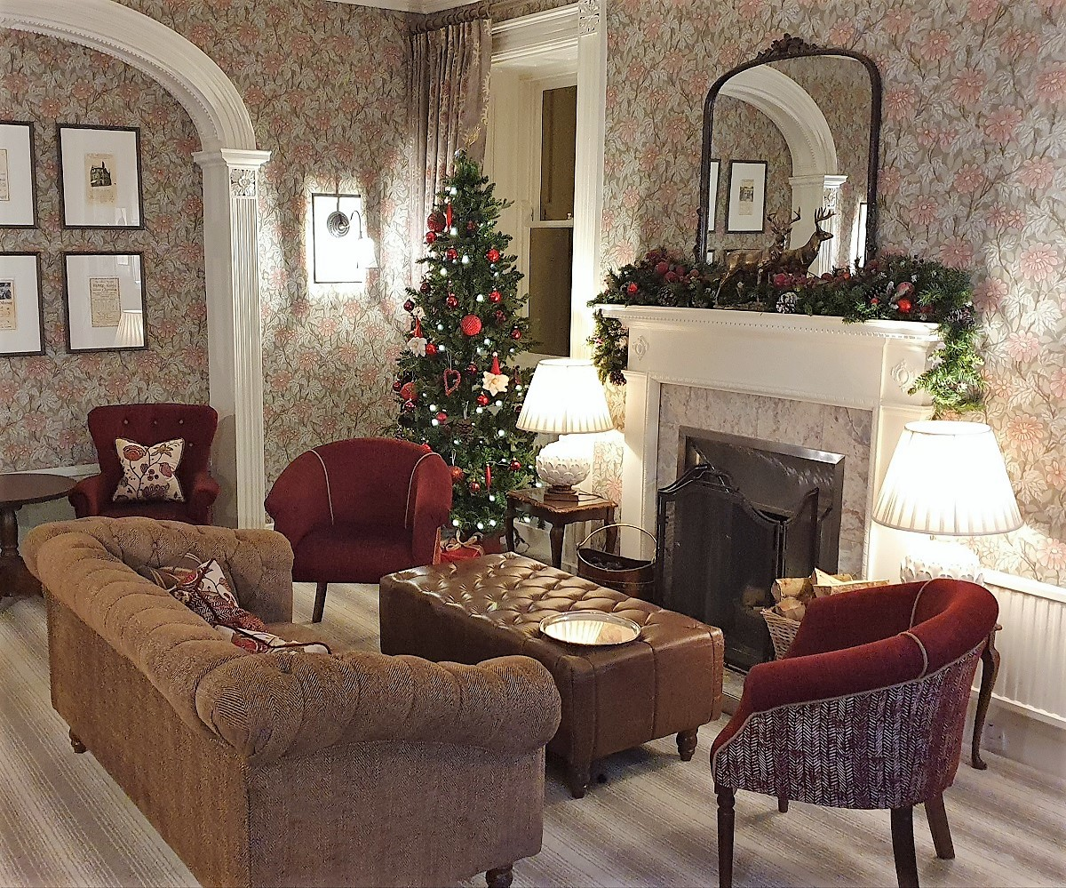 Rothay-Manor-lounge-Christmas-tree-and-decorations