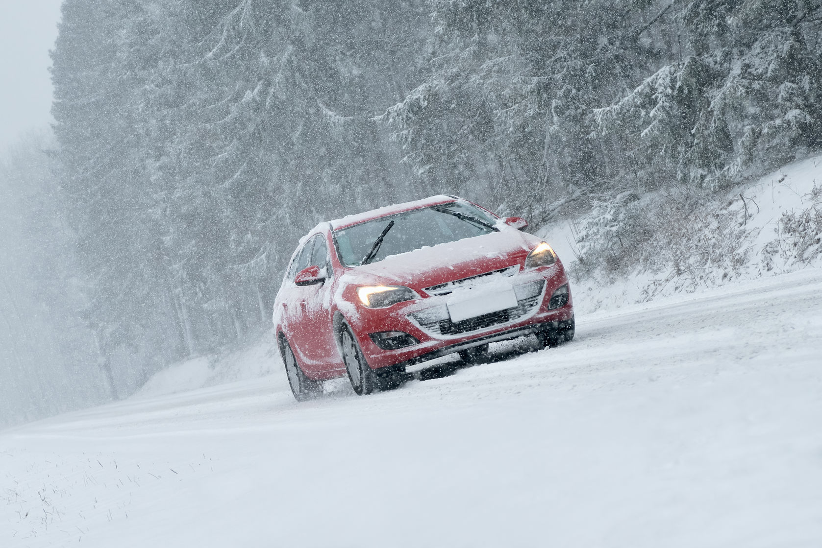 47381524 - winter driving - risk of snow and ice
