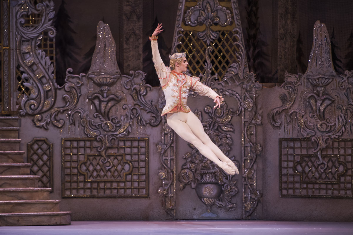 A scene from The Nutcracker by The Royal Ballet @ Royal Opera House. (Created 11-12-15) ©Tristram Kenton 12/15 (3 Raveley Street, LONDON NW5 2HX TEL 0207 267 5550 Mob 07973 617 355)email: tristram@tristramkenton.com