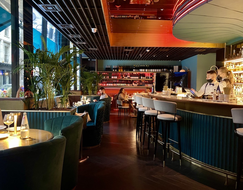IT London bar