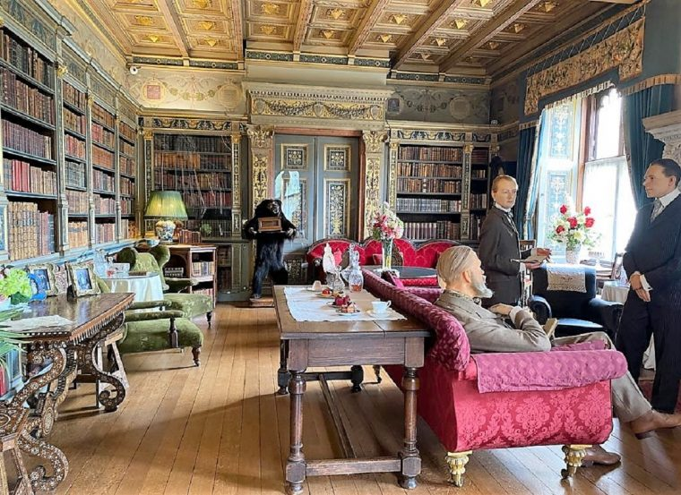 Interior room in Warwick Castle