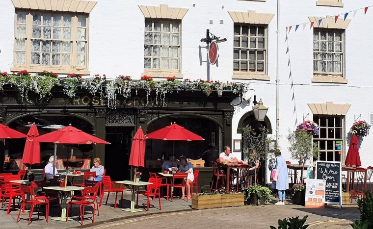 exterior of the rose and crown pub in Warwick