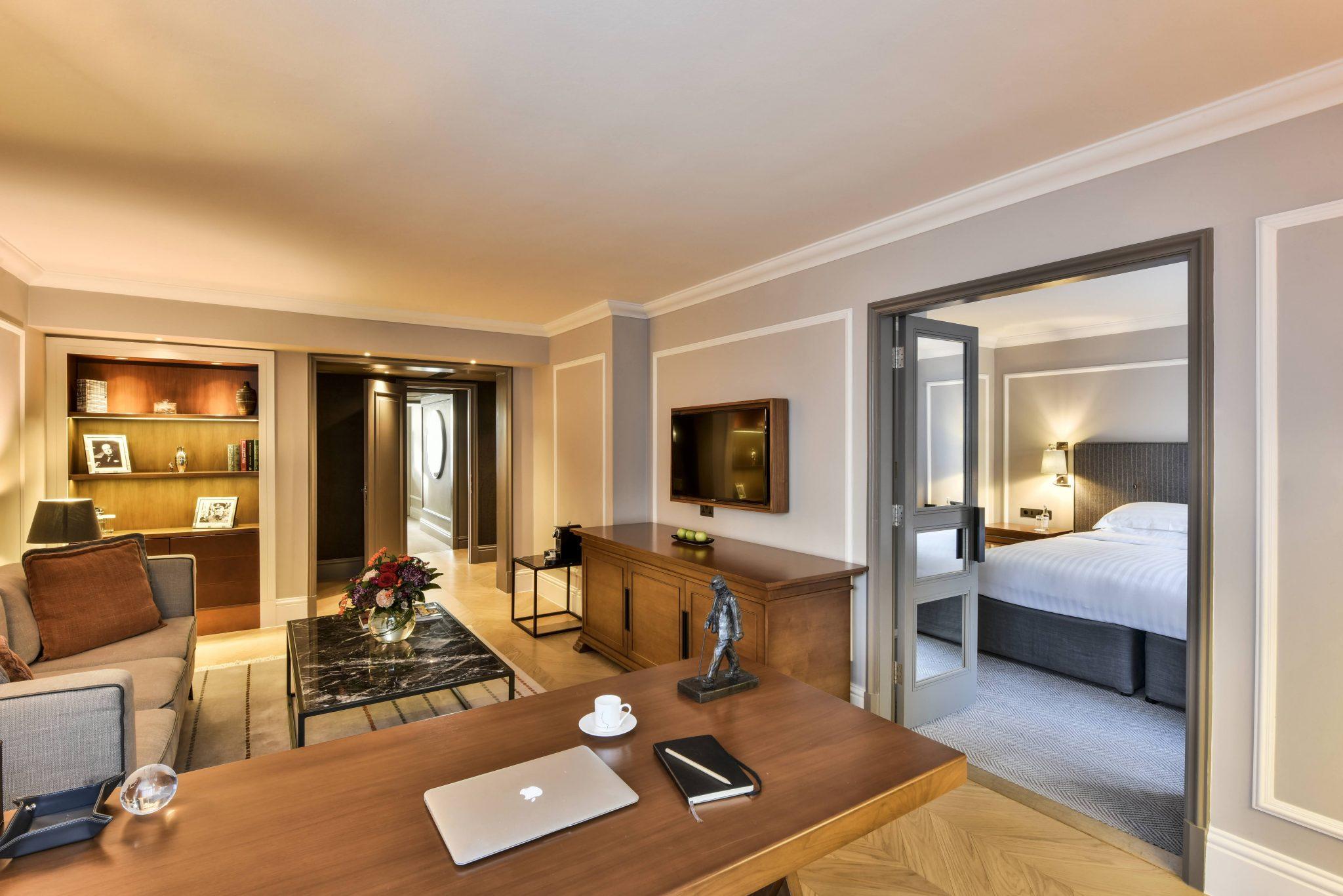 Hyatt-Regency-London-Churchill-Regency-Executive-Suite-Living-Bedroom