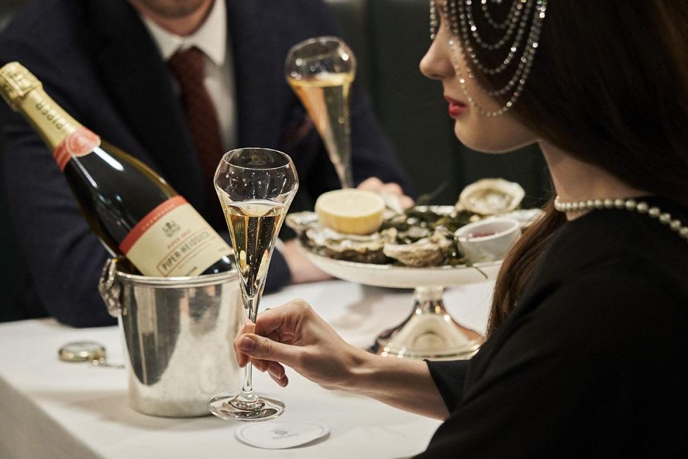 Piper_Heidsieck_Prohibition_Bentleys-couple-champagne in bucket