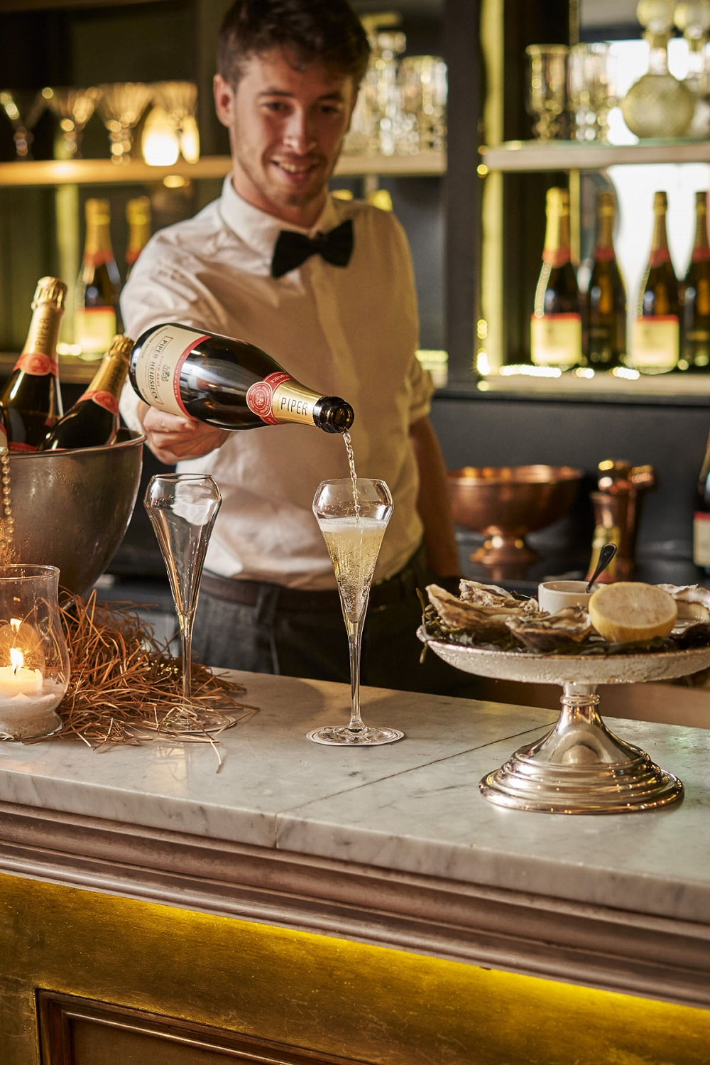 Piper-Heidsieck_Prohibition_Bentleys- barman-pouring champagne