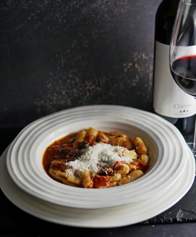 Primitivo wine with pasta