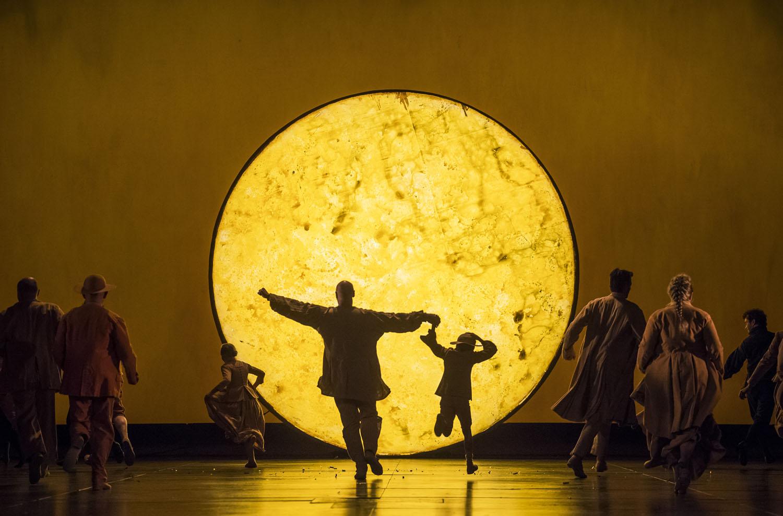 A scene from Die Zauberflote, Royal Opera House © 2017 ROH.