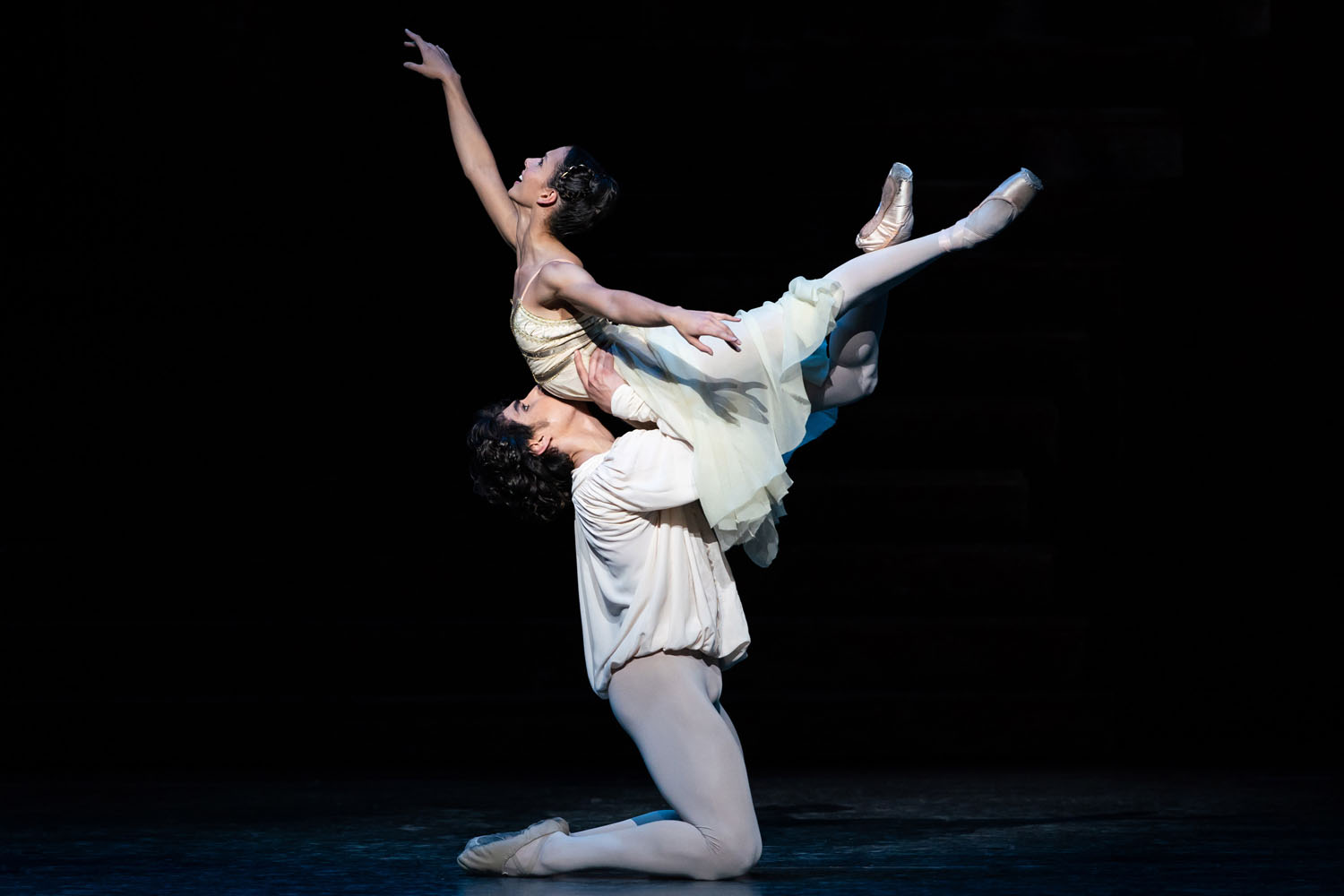 Cesar Corrales as Romeo and Francesca Hayward as Juliet in Romeo and Juliet ©2019 ROH. Photograph by Helen Maybanks- s