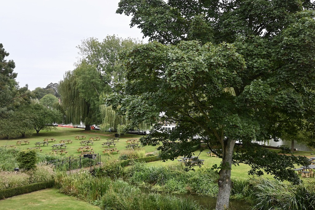 The Swan Streatley gardens